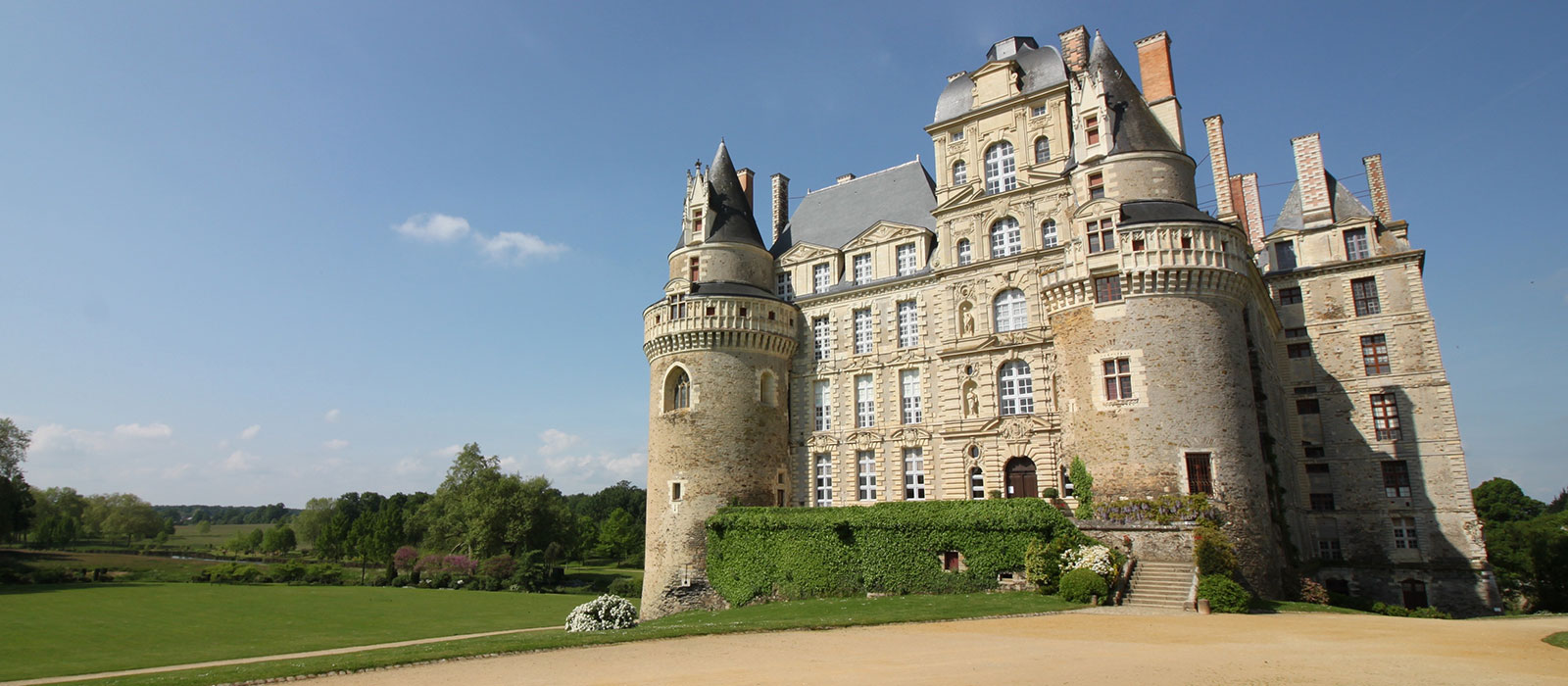 Château de Brissac | Anjou - Val de Loire | Demeure des ducs de ...